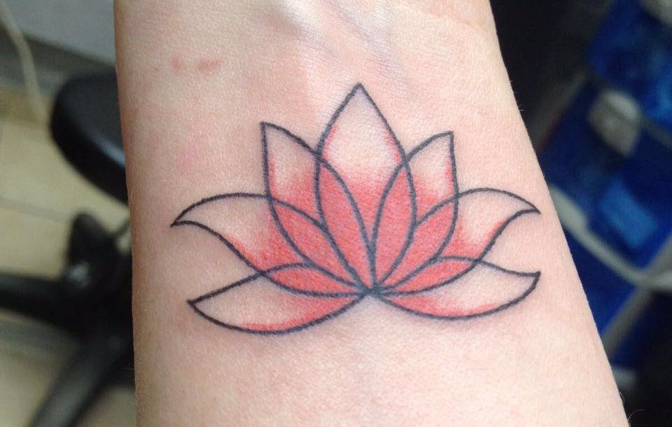 קעקועי ביד Simple lotus