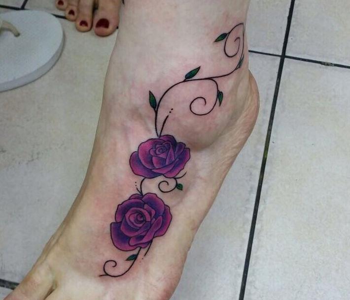 קעקוע פרח על כף הרגל